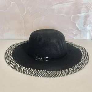 Accessories - Large Black and White Floppy Sun Hat